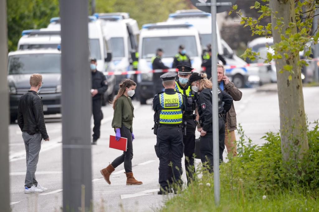 Posibil atac terorist în Germania. Bărbat împușcat de polițiști după ce a amenințat mai mulți șoferi cu cuțitul