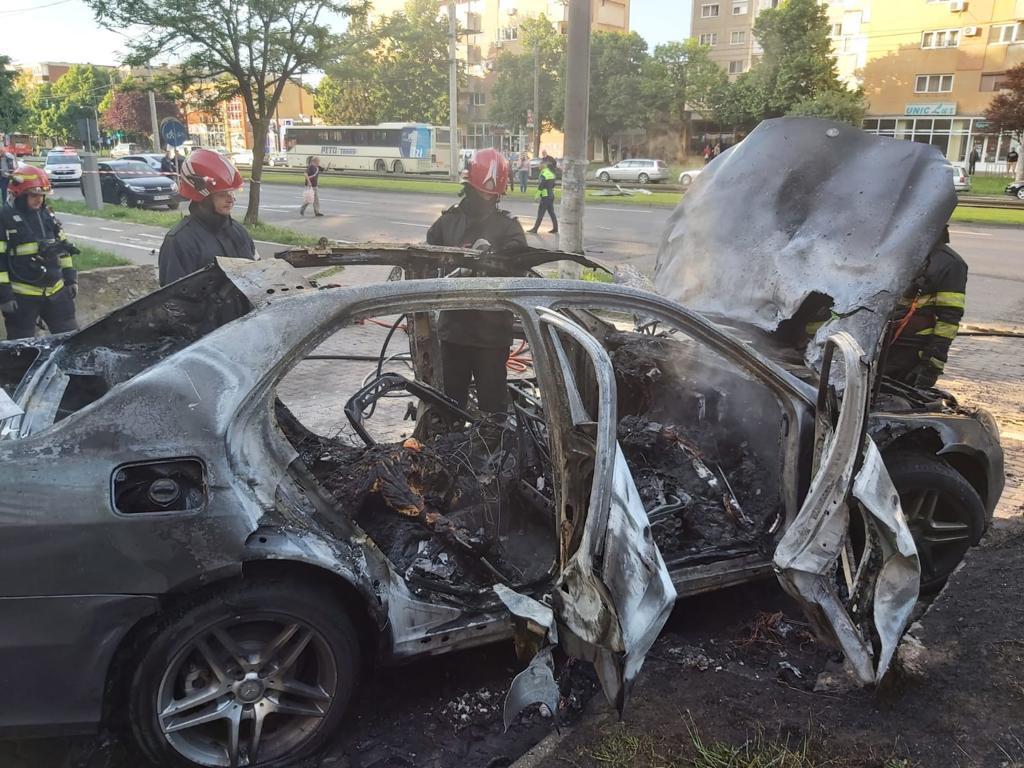 Momentul în care mașina omului de afaceri Ioan Crișan a explodat în Arad. VIDEO