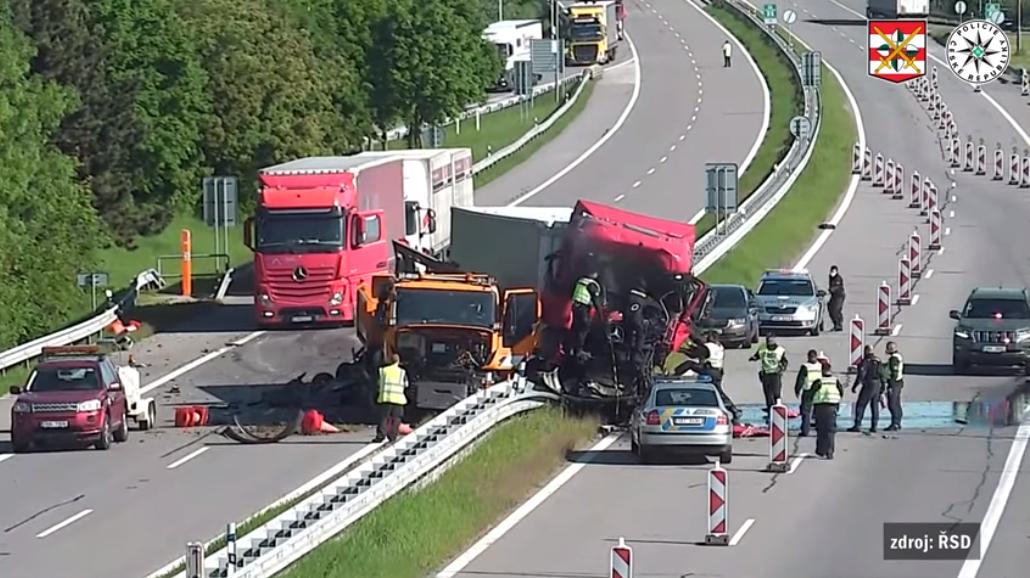 VIDEO. Un șofer de TIR român a murit în urma unui accident pe autostradă, în Cehia
