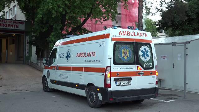 O fată de 15 ani a murit după ce s-a prăbușit 30 de metri în gol de pe un bloc din Alba Iulia