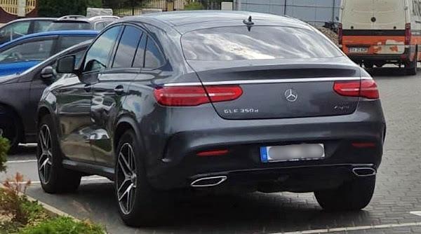 Șoferul unui Mercedes cu număr obscen, sancționat cu peste 6.000 de lei în Suceava. Care este motivul