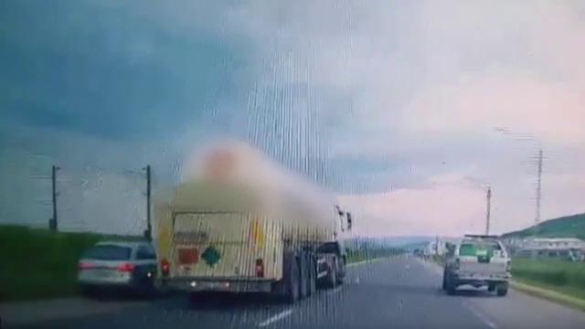 Polițiștii îl caută pe șoferul care a făcut o depășire extrem de periculoasă în Cluj. Gestul putea duce la o catastrofă