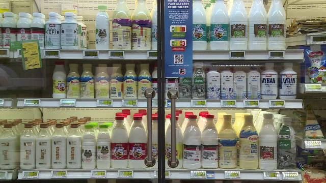 """Ce este """"semaforul alimentelor"""" și cum ne ajută când cumpărăm mâncare. În Europa funcționează cu succes de ani de zile"""