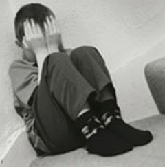 Sechestrat, violat si supus la perversiuni sexuale de propriii lui prieteni