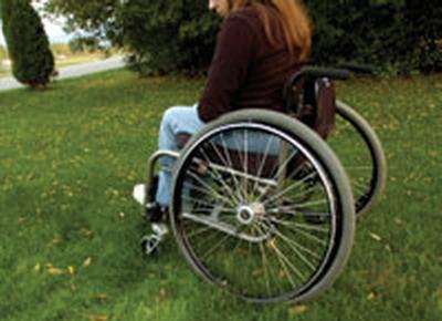 O tanara paralizata a murit de foame dupa ce mama ei s-a stins langa ea