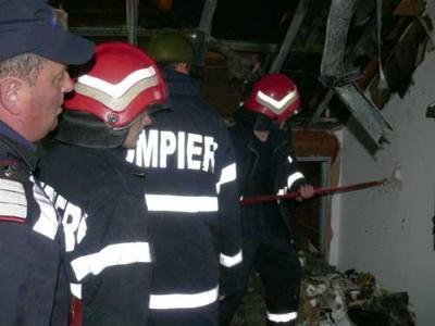 Incendiu la un hotel din Baile Herculane. Pompierii se lupta cu flacarile
