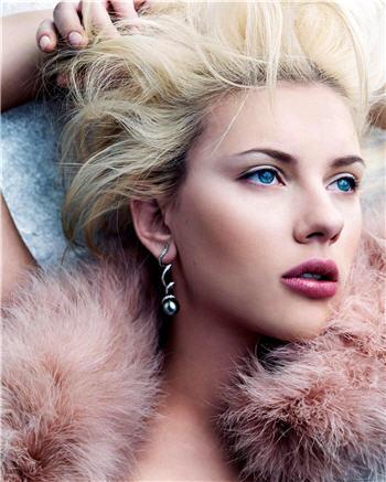 Scarlett Johansson debuteaza pe Broadway!
