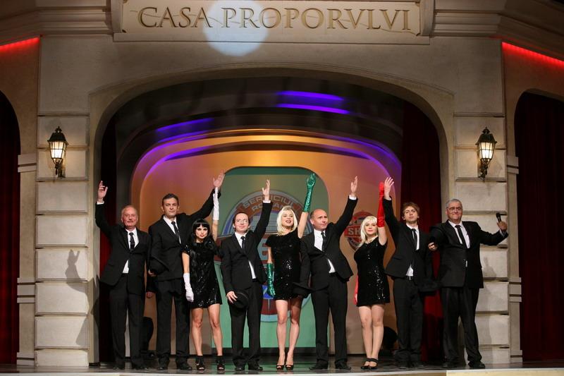 Mitica Dragomir face cunostinta cu sosia sa la Divertis