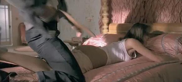 Jessica Alba, palmuita in timpul unei partide de sex! VEZI VIDEO
