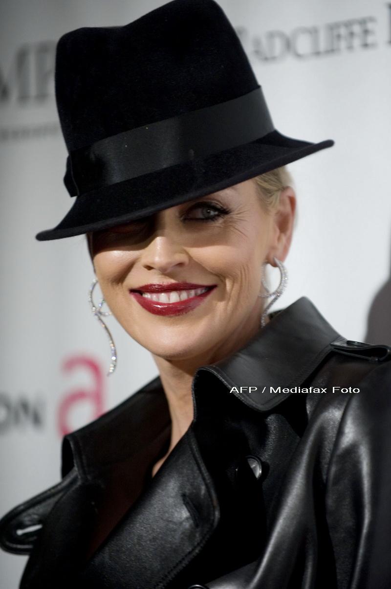 La cei peste 50 de ani ai sai, Sharon Stone e foarte sexy!