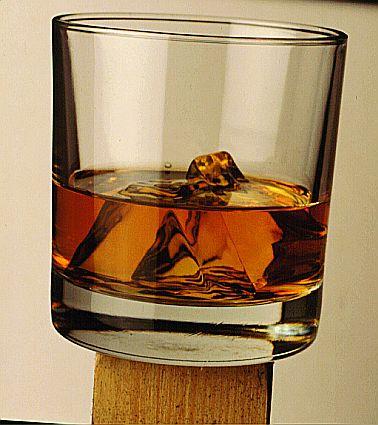 Merg in expeditie la Polul Sud! Nu pentru pinguni, ci pentru... whisky!