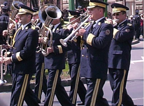 Concert de fanfara, depunere de coroane si slujbe religioase in numele eroilor, la Ziua Armatei