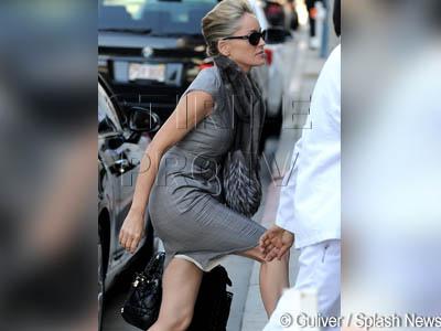 Ce picioare de gazela! Sharon Stone, la 52 de ani, in rochie mulata