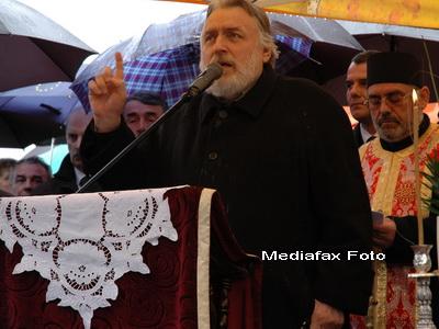 Adrian Paunescu, poetul cu misiune de avocat al maselor