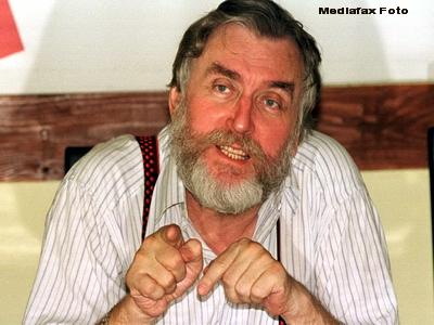 Adrian Paunescu, creatorul fenomenului anilor 80: Cenaclul Flacara