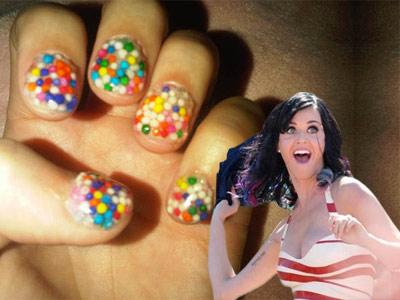 Iti vine sa le mananci! Katy Perry si unghiile-bombonici!