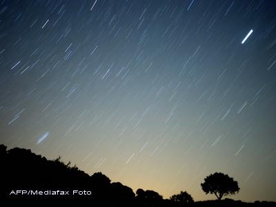 Fenomen spectaculos pe cerul României. Când va avea loc o ploaie de stele căzătoare