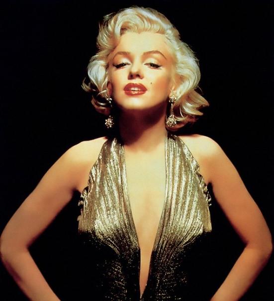 Dovada ca Marilyn Monroe a avut implanturi. Mitul frumusetii naturale a actritei a fost distrus