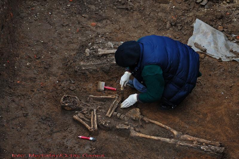 Descoperire uimitoare in Prahova. Un schelet vechi de peste 1.000 de ani a fost scos la lumina