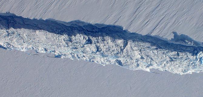 Fenomen spectaculos. Nasterea unui aisberg gigant, surprinsa in imagini de NASA. VIDEO