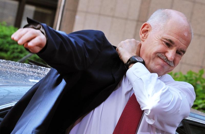 Premierul George Papandreou si-a dat demisia. Grecia intra in epoca politicii de