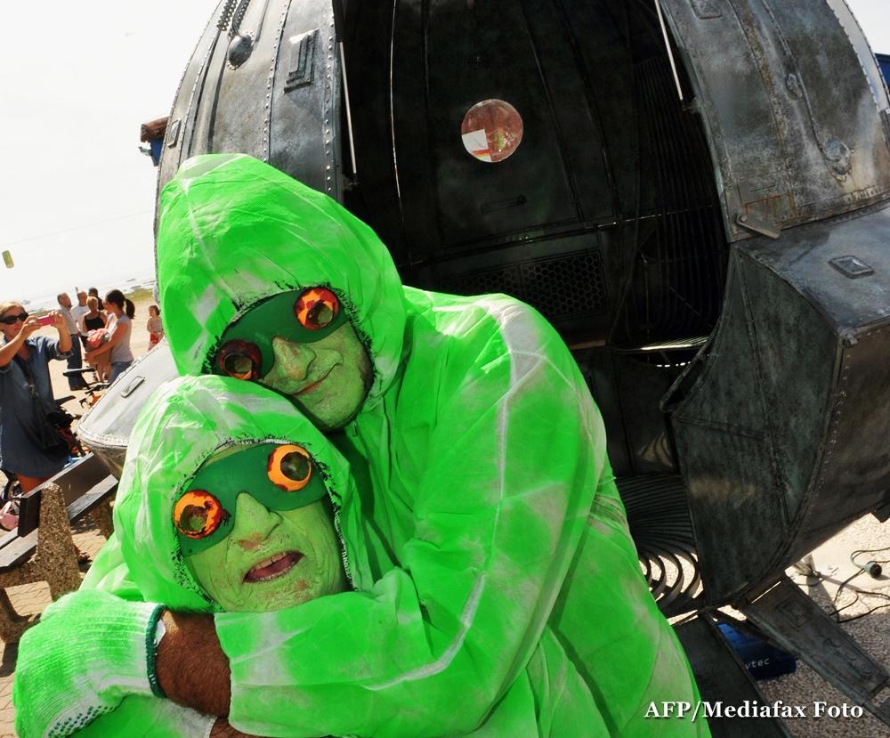 The Economist: Extraterestrii cumpara posete Louis Vuitton? Exporturile catre Marte