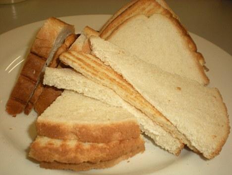 Acest sandvis costa 35 de bani. Cel care vine cu o varianta mai ieftina poate castiga 1.000 de lei