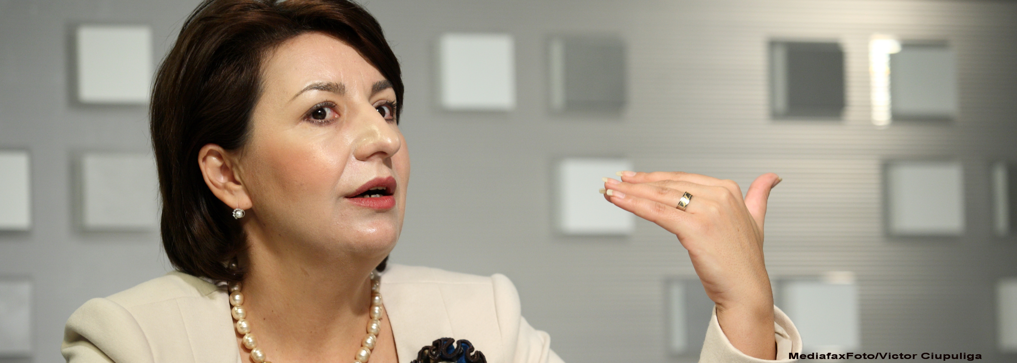 120.000 de bugetari vor fi concediati in 2012. Sulfina Barbu: Se fac analize pentru fiecare sector