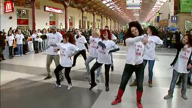 Flashmob in Gara de Nord, de ziua mondiala anti SIDA
