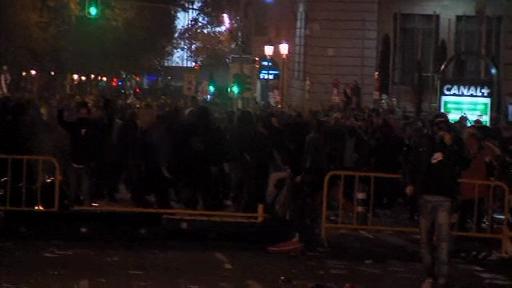 Proteste anti-austeritate violente in Spania. Politia a imprastiat multimea cu gaze lacrimogene