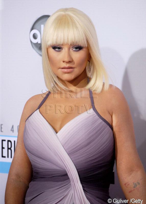 Cum arata in prezent Christina Aguilera imbracata sumar. Cantareata a lansat un nou videoclip