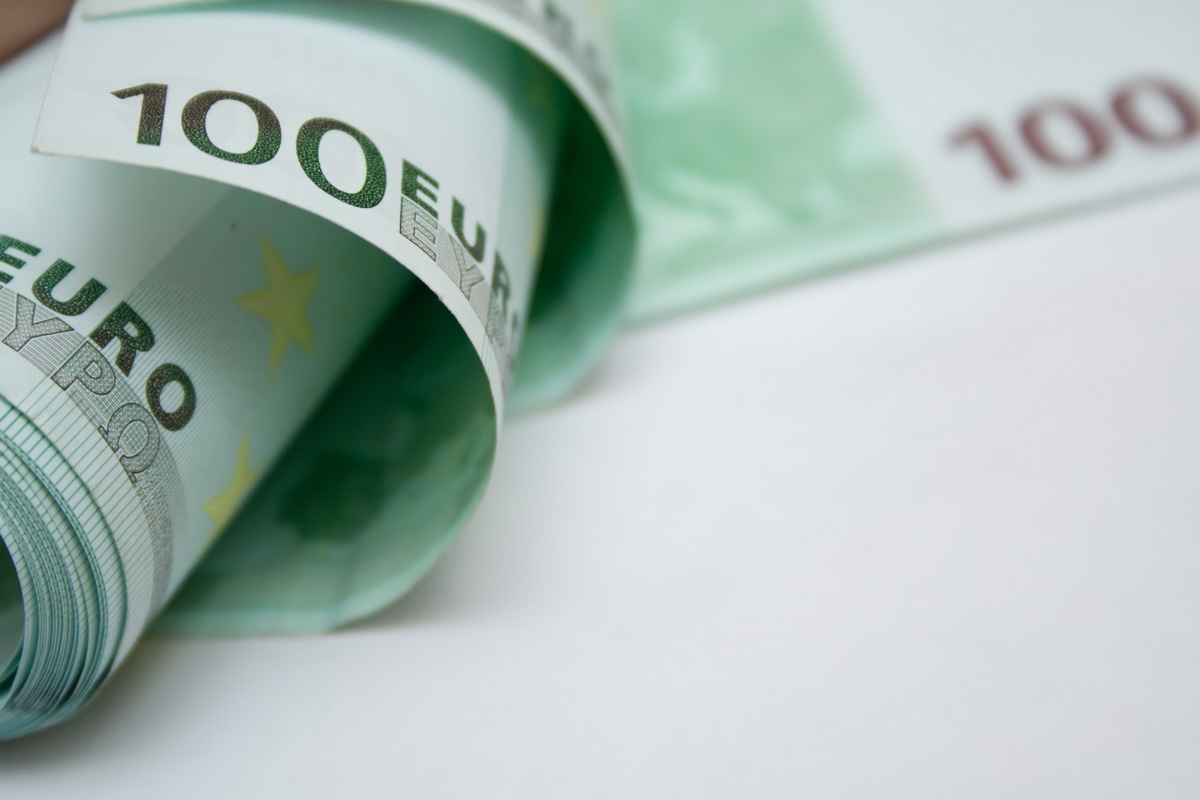 Un barbat a fost prins in vama Bors cu 41000 de euro si 5000 de dolari asupra sa. De unde avea banii