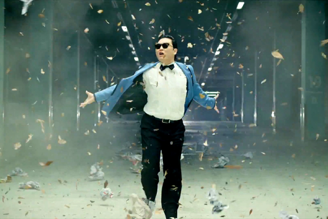 Psy, huiduit la unison de fanii echipelor Lazio si AS Roma inainte de finala Cupei Italiei. VIDEO