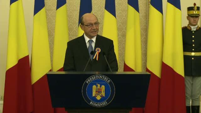 Basescu acuza companiile din infrastructura care isi abandoneaza lucrarile sau au intarzieri
