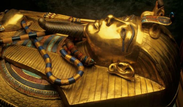 Mumia faraonului egiptean Tutankhamon a ars dupa imbalsamare