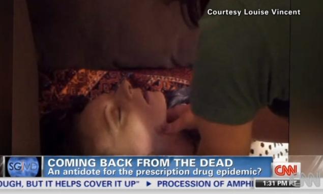 Momentul in care o tanara care a luat o supradoza de heroina se intoarce din morti. VIDEO