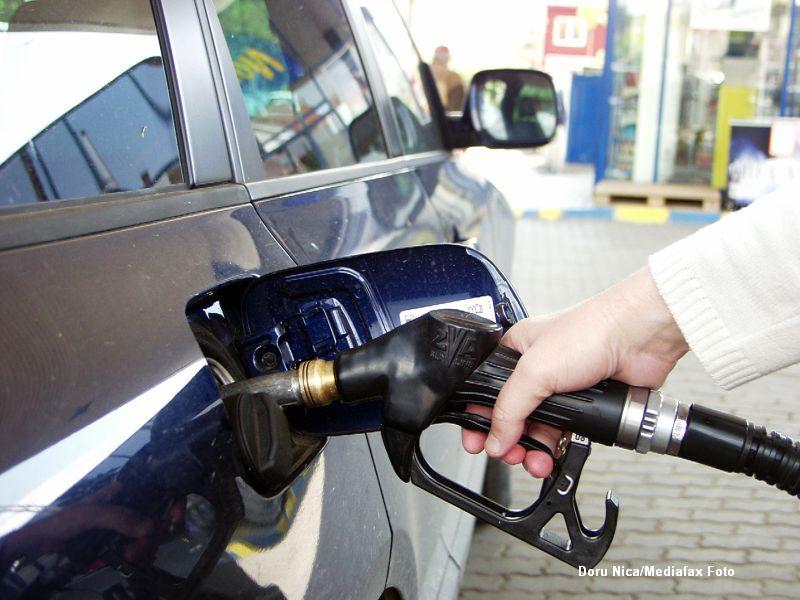Guvernul a facut calculele: noile accize vor scumpi benzina si motorina cu 30-40 bani/litru