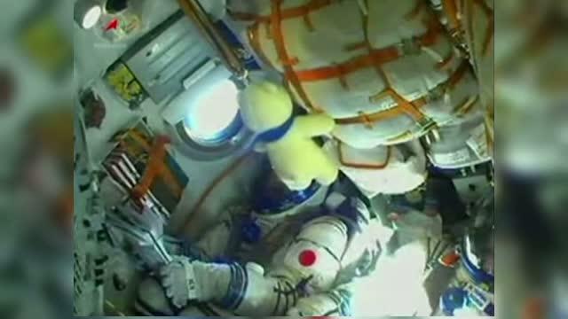 Capsula Soyuz care are la bord flacara olimpica s-a conectat la Statia Spatiala Internationala