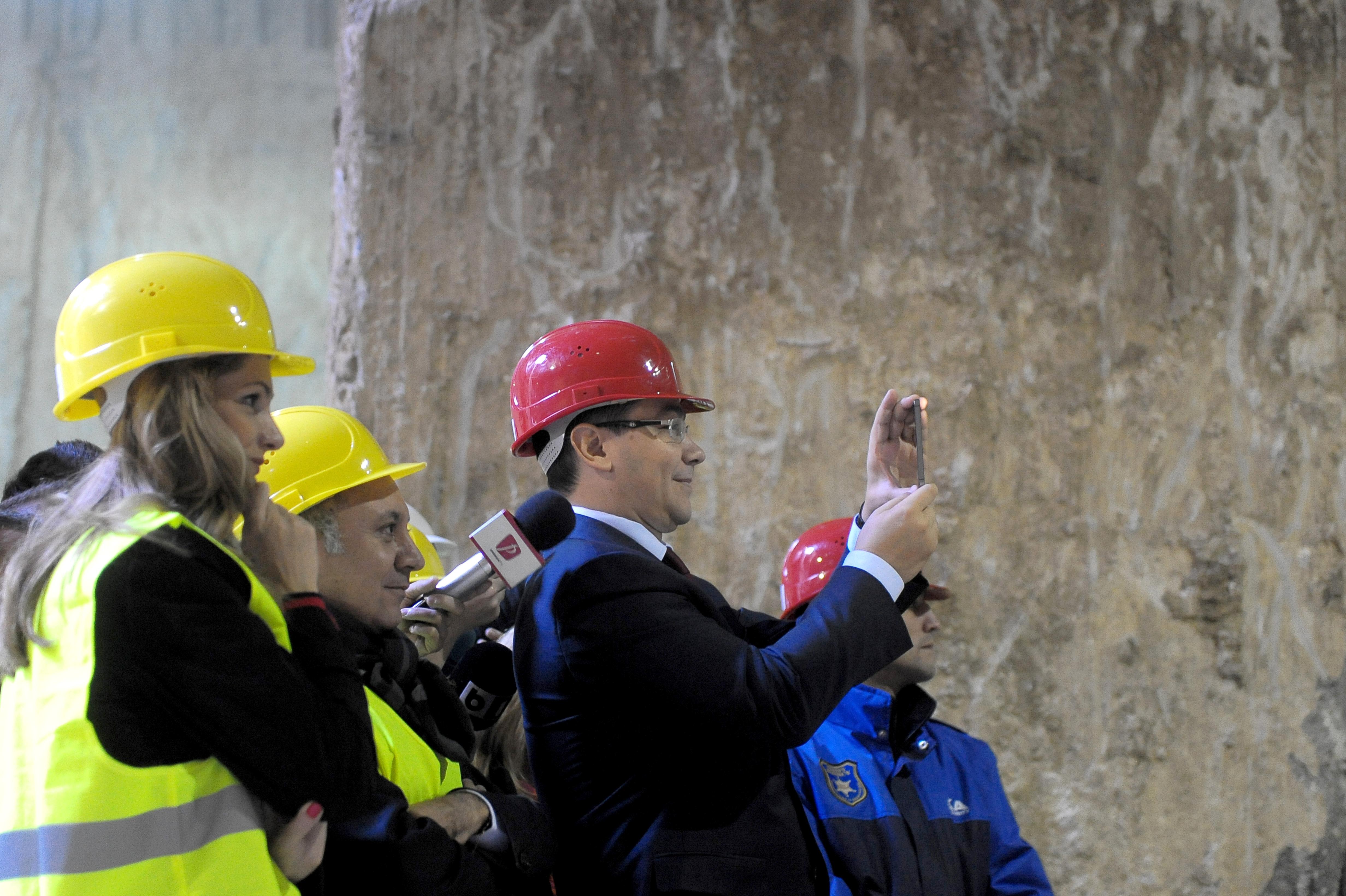 Ponta a filmat cu telefonul spargerea tunelului de metrou: