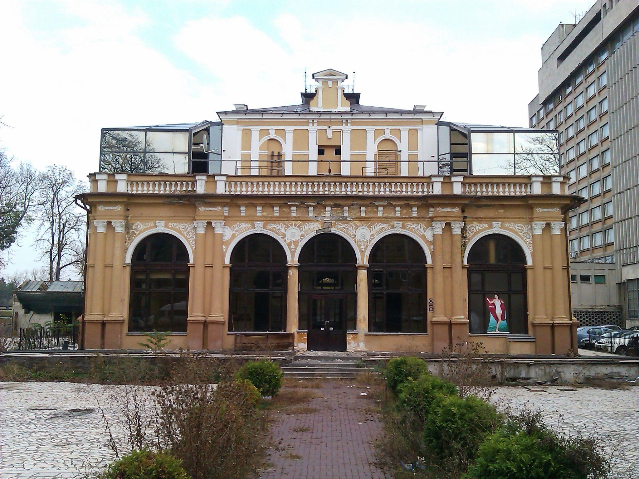 Cazinoul din Arad a ajuns in paragina. Vezi cum arata cladirea declarata monument istoric