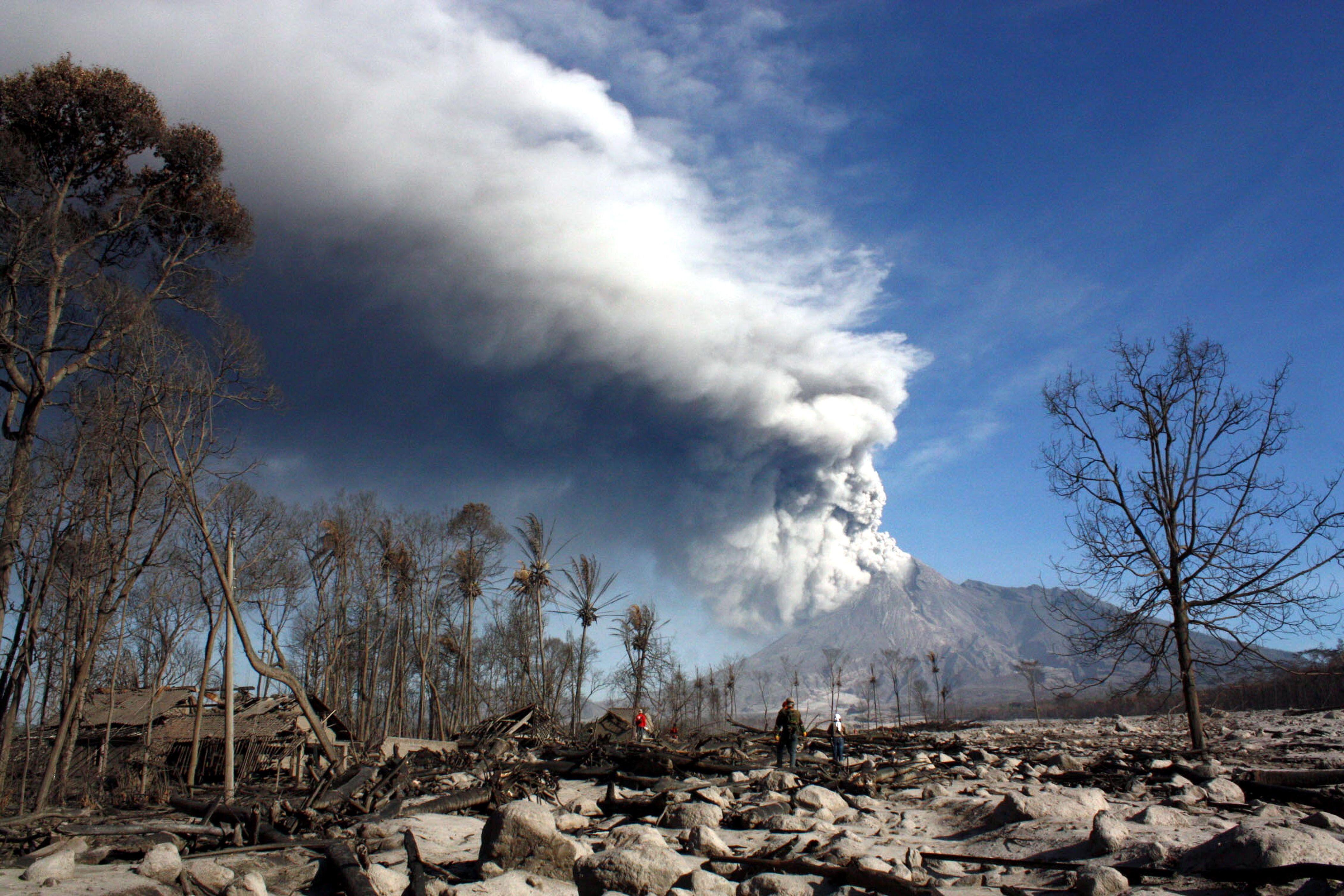 Merapi, unul dintre cei mai periculosi vulcani din lume a intrat in eruptie, in Indonezia