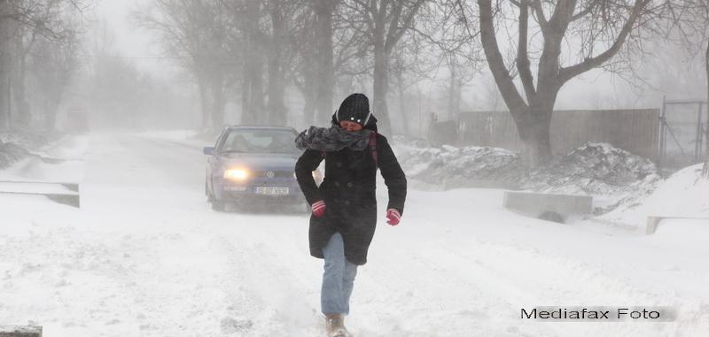 Drumurile din Romania afectate de primele zapezi. De astazi, iarna se muta in Sudul tarii