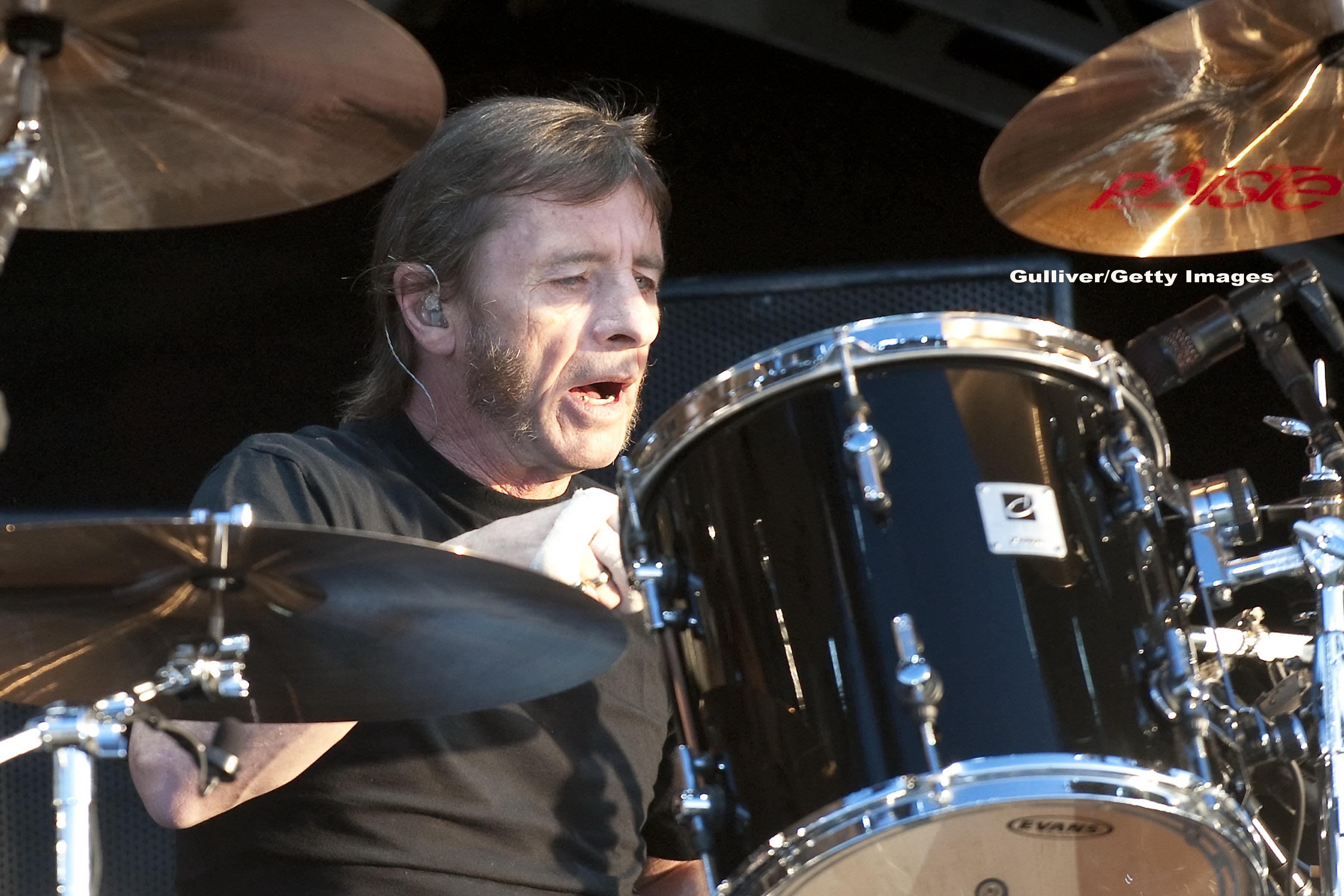 Bateristul trupei AC/DC, Phil Rudd, este acuzat de tentativa de crima. Artistul ar fi incercat sa angajeze un asasin