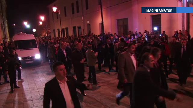 ALEGERI PREZIDENTIALE 2014. Victor Ponta, primit cu huiduieli, dar si aplauze la Baia Mare