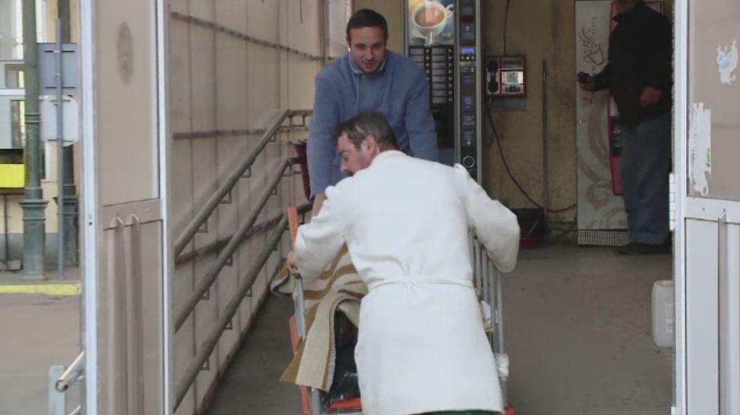 Accident de munca infiorator la Botosani. Un barbat a ajuns la spital cu o bucata de fier infipta in gat