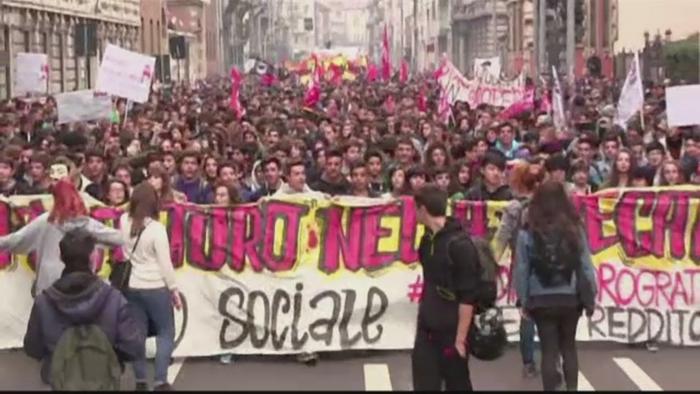 Proteste impotriva austeritatii in Italia. Incidente violente in Milano si
