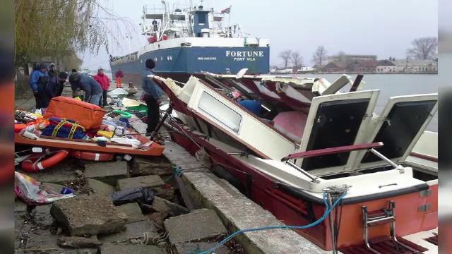 Grav accident pe Dunare, la Sulina. Doua ambulante navale au fost distruse de un vapor
