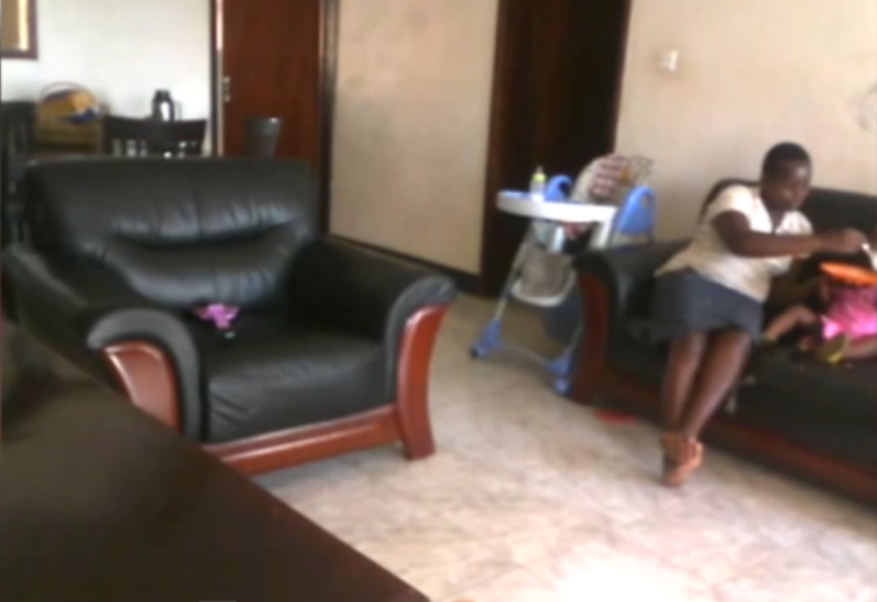 Imagini de o cruzime rara, surprinse de camera de supraveghere. O bona supune o fetita de 2 ani unui tratament violent. VIDEO