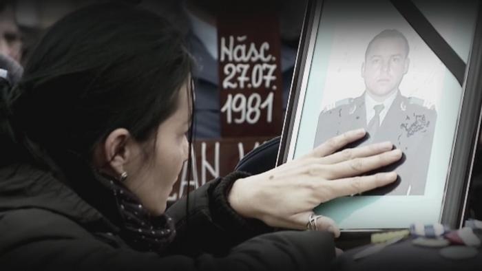Zi neagra pentru rudele a cinci militari morti in accidentul de elicopter din Sibiu. Victimele, inmormantate cu onoruri