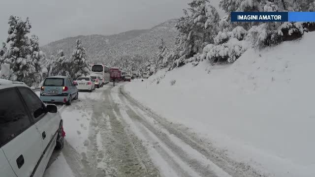 Antalya e sub zapada. Statiunea preferata de sute de romani traieste o ninsoare cum nu s-a mai vazut pana acum. VIDEO